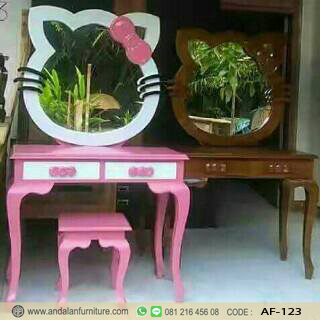 Meja Rias Karakter Hello Kitty